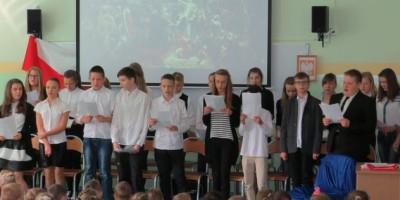 Uczniowie klas VI podczas apelu
