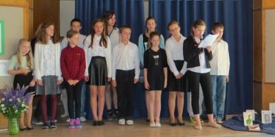 Uczestnicy konkursu na scenie